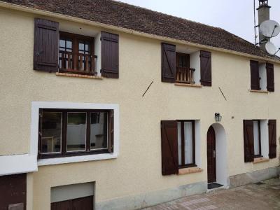 Maison ancienne avec jardin et garage