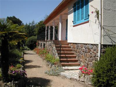 Vacation rental house / villa Les issambres 1 670€ - Picture 1