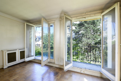 Neuilly-sur-Seine. A 2/3 room apartment in a leafy location.