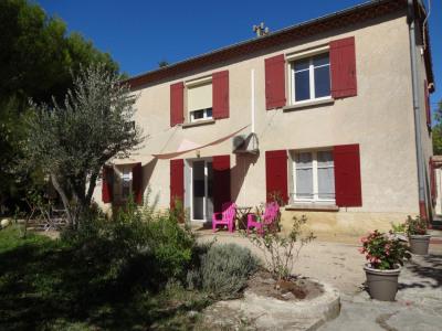Villa traditionnelle sur 780 m² de jardin arboré