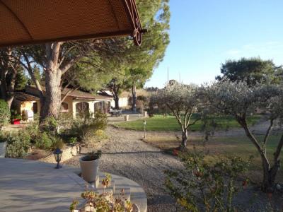 VILLA de 235 m² habitable avec dépendances et parc paysagé