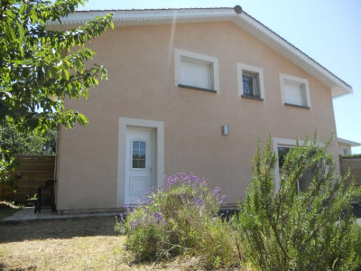 Andernos, maison récente et en parfait état offrant un lumineux séjour avec cuisine aménagée, 2 chambres  ...