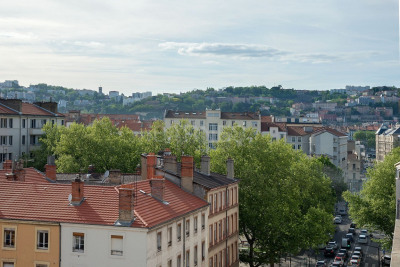 EXCLUSIVE RIGHTS - LYON 7 - UNIVERSITÉ - RARE APARTMENT LAST FLOOR 1432 SQFT- TERRACE 430 SQ.FT - 4 BEDROOMS - GARAGE