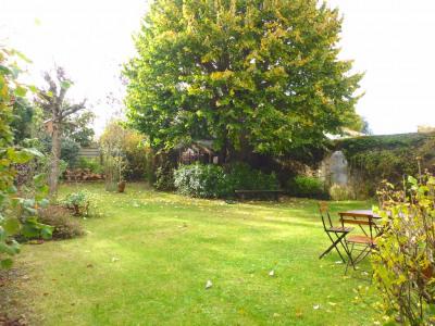 Maison de caractère avec beau jardin