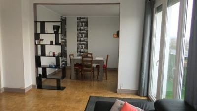 Appartement rénové dans résidence calme