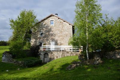 Ferme de village rénovée secteur du Mazet - Très belles pres