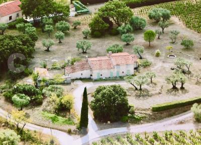 Max provençale type 5 sur 12140 m²