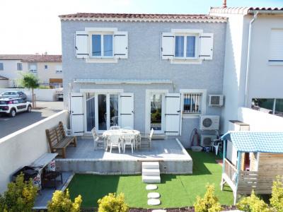 Villa récente avec jardin quartier résidentiel
