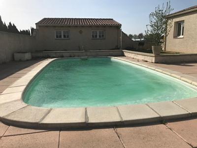 Villa récente de plain pied avec piscine