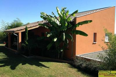 Villa contemporaine de 2012 d environ 170m²