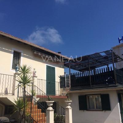 Deux pièces atypique en haut de villa avec grande terrasse