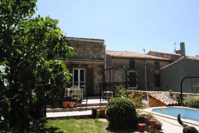 Maison de village en pierres avec piscine