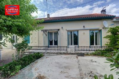 Maison à rénover 147 m² + dépendances proche St Savin Saint Savin