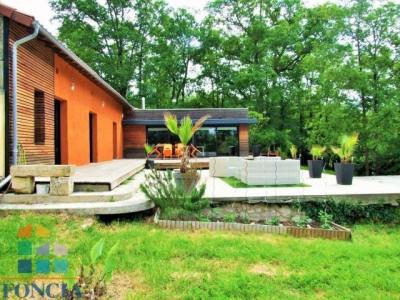 Maison d'architecte avec piscine, sur 15 550 m² de terrain
