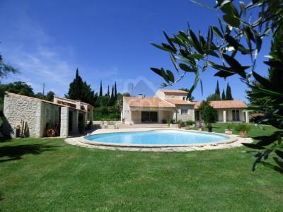 Sur les hauteurs de Nimes, belle villa 4 chambres, piscine