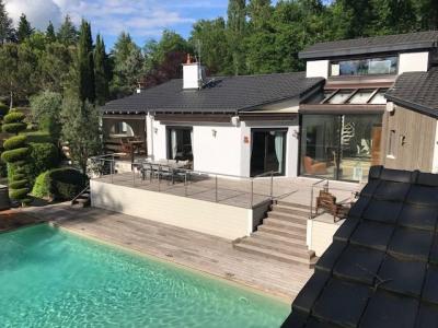 Villa 350 m² de plain pied entièrement rénovée sur 2,6 ha à