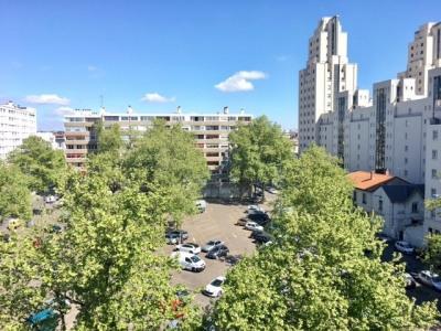 T2 avec balcon dernière étage coeur gratte ciel