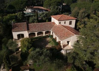 Vieux valescure, magnifique villa de charme de 225m² sur ter