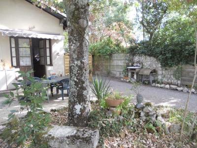 Andernos, côté bassin, quartier recherché et au calme pour cette maison mitoyenne: séjour avec cuisine am ...