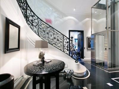 Paris 16th District – A sumptuous Hotel Particulier in a private