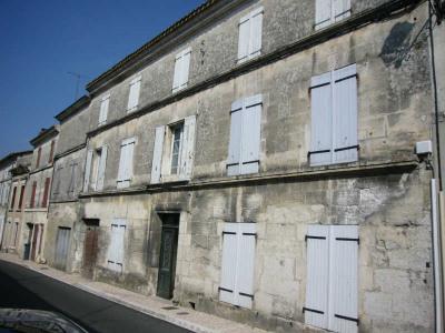 Ancien hôtel et maison