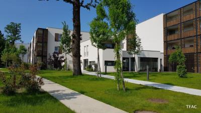 Dans résidence pour seniors T2 + balcon + parking à bruges