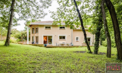 Environnement boisé calme, maison d'architecte 220 m² sur 3800 m