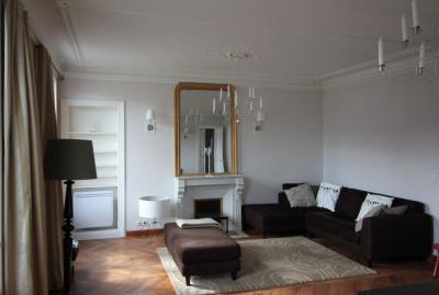 Location - Appartement 2 pièces - 56 m2 - Paris 11ème - Photo