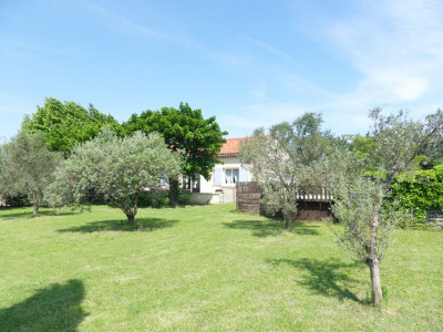 Villa sur 1675 m² de terrain clos et arboré