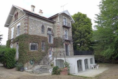Magnifique demeure de 300 m² entièrement rénovée - quartier