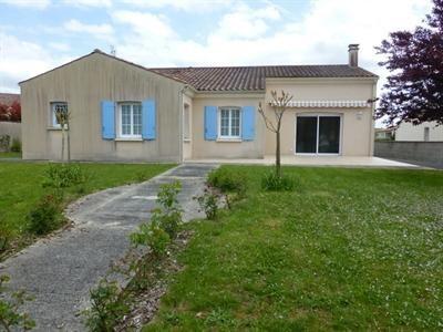 Sale house / villa Saint-jean-d'angély 342000€ - Picture 1