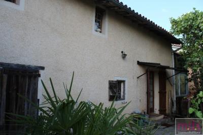 Exceptionnel-poss. 2 logements-maison de village avec jard