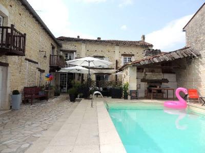 Maison 11 pièce (s), 343 m² - Limitrophe de Cognac (16100)