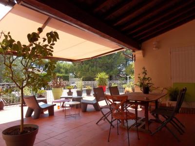 Villa avec piscine sur 23300 m² de terrain clos et arboré