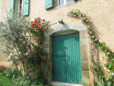Maison en pierres avec dépendance, jardin et vues dégagées