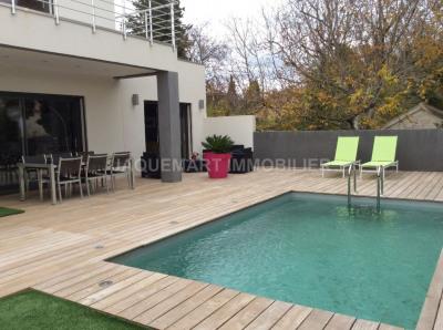 Villa d'environ 147 m² avec piscine