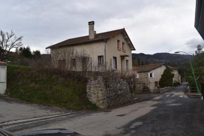 Maison en pierre crépie avec terrain attenant et non attena