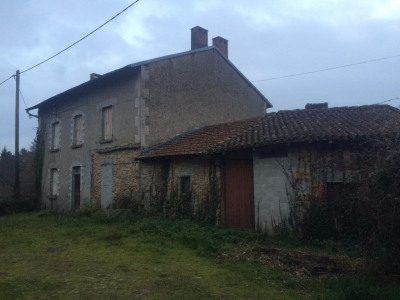CONORE Ensemble 2 maisons et 3 granges avec terrain