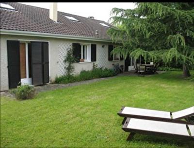 Maison Voisins Le Bretonneux 7 pièce (s) 140 m²
