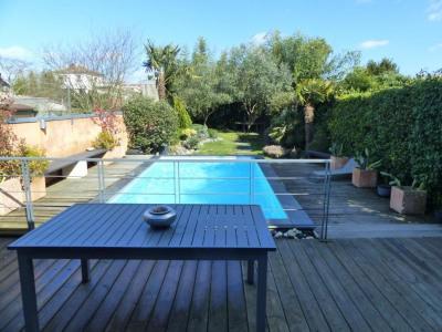 Échoppe 4 chambres + jardin + piscine