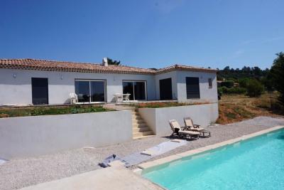 Villa T5 récente plain-pied avec piscine