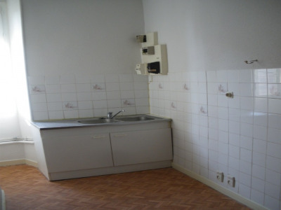 Location - Appartement 2 pièces - 60 m2 - Yenne - Cuisine séparée - Photo