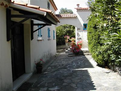 Vacation rental house / villa Les issambres 1 670€ - Picture 5
