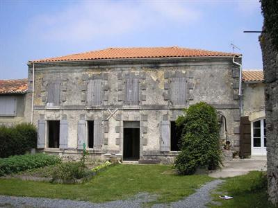 Sale house / villa Loulay 143700€ - Picture 5