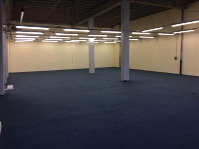 Vend murs commercial