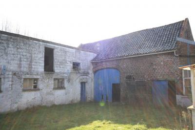 Grange sur 13 000 m²