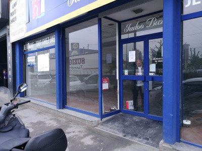 Location Local commercial Bondy