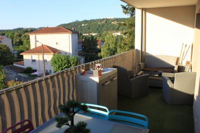 Appartement T2 (2014) avec terrasse de 13m². Possibilité garage