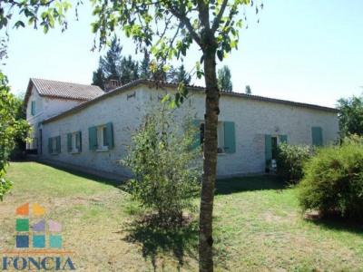 Maison en pierres restaurée 188 m² sur 8270 m² de parc