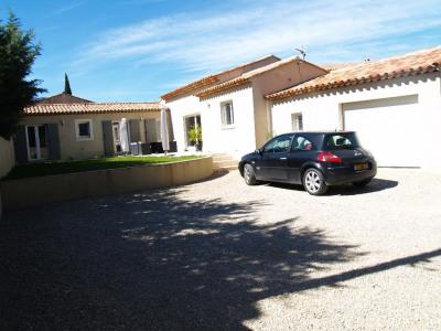 Villa récente d'environ 150 m² sur terrain de 829 m²